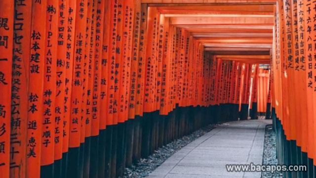 Fushimi Inari Taisha tempat wisata di jepang