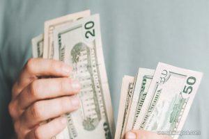 Mau jadi orang kaya? Hindari kebiasaan buruk ini yang membuat kamu sulit banyak uang