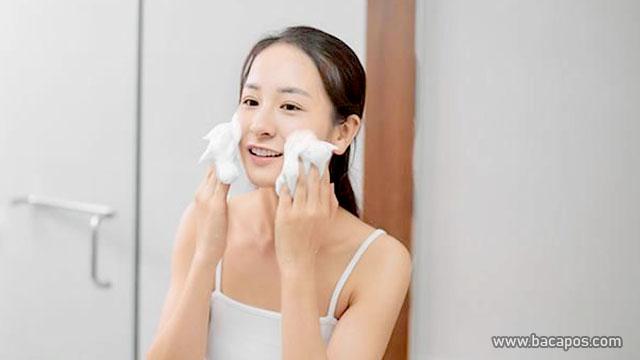 Sering membersihkan wajah