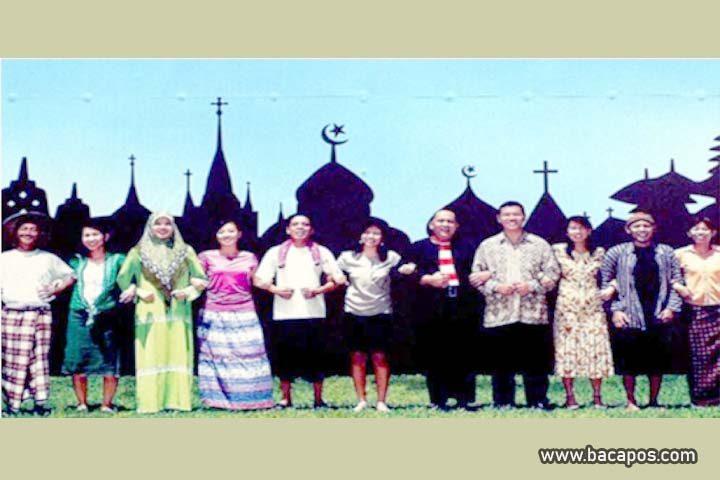 Pengertian atau perbedaan agama dan budaya contoh hubungan keduanya